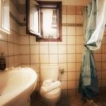 Aegean apartments Nyfi bathroom